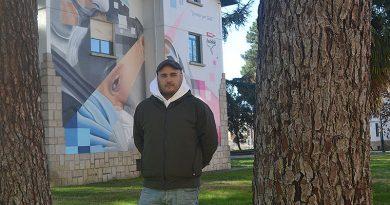Asier Vera, el donostiarra que viste de arte las fachadas del Bierzo