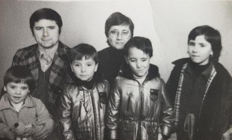 Ernesto, Trini y sus cuatro hijos, de izquierda a derecha Julia, Borja, Paúl y Sandra