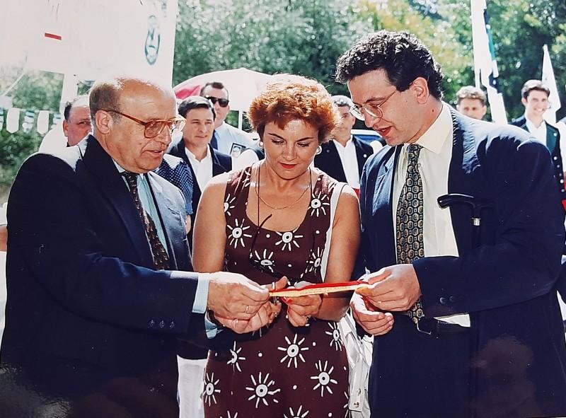 María José Montero Núñez inaugurando la primera Feria de Agroturismo del municipio de Carracedelo.